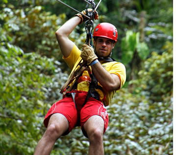Die Zipline Canopy Tour in Bastimentos erfolgt täglich
